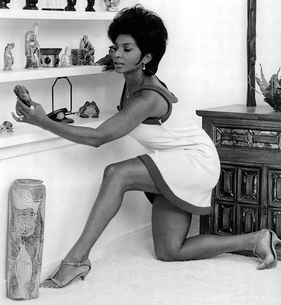 uhura lovely legs nichelle nichols sexy